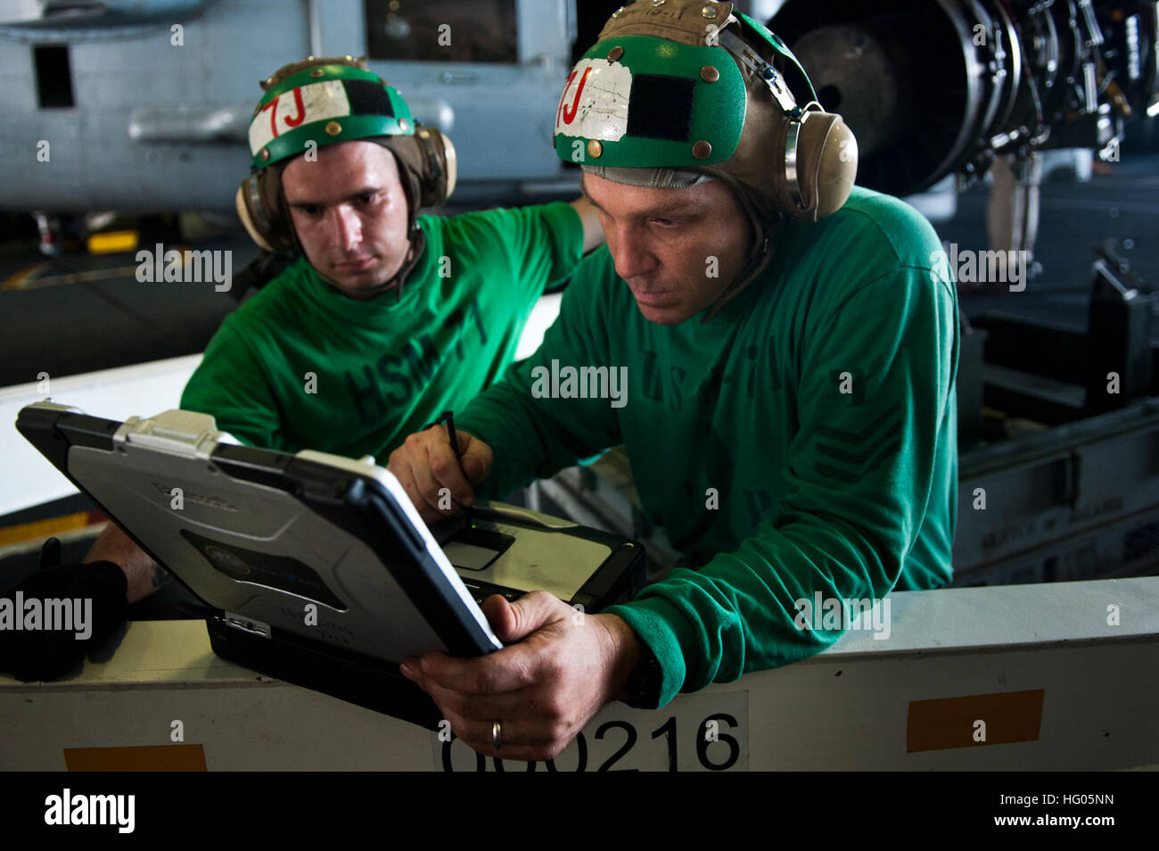 110919-N-BT887-455 INDIAN OCEAN (Sept. 19, 2011) Aviation Machinist's Mate 1st Class Marcus Campagna, from Huntington - Stock Image