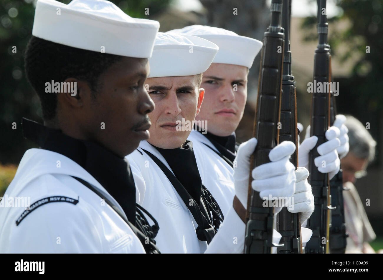 111205-N-WP746-056 JOINT BASE PEARL HARBOR-HICKAM (Dec. 5, 2011) Sailors assigned to Joint Base Pearl Harbor-Hickam - Stock Image