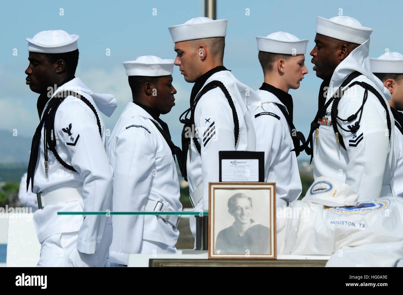 111205-N-WP748-246 JOINT BASE PEARL HARBOR-HICKAM (Dec. 5, 2011) Sailors assigned to Joint Base Pearl Harbor-Hickam - Stock Image