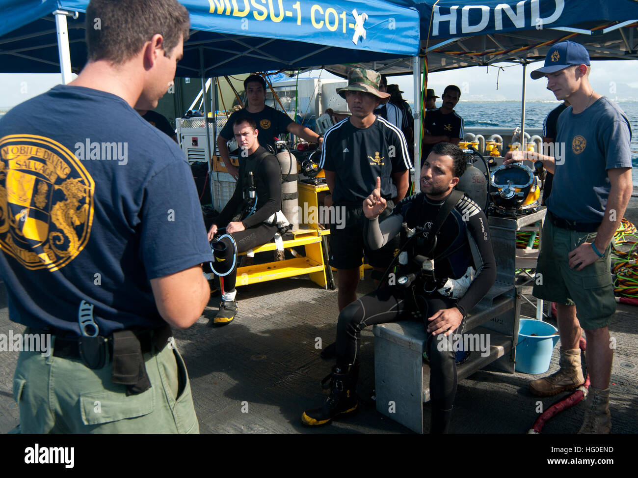 120213-N-WX059-152 PACIFIC OCEAN (Feb. 13, 2012) Navy Diver 1st Class John Scalise discusses diving safety precautions - Stock Image
