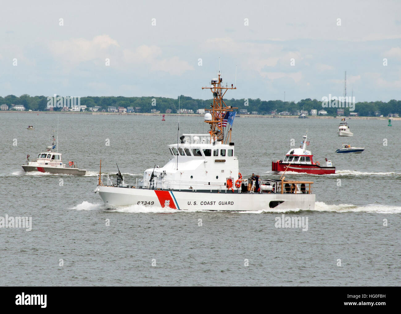 The U.S. Coast Guard cutter Shearwater (WPB-87349) transits past Naval Station Norfolk as part of the Sea and Air - Stock Image