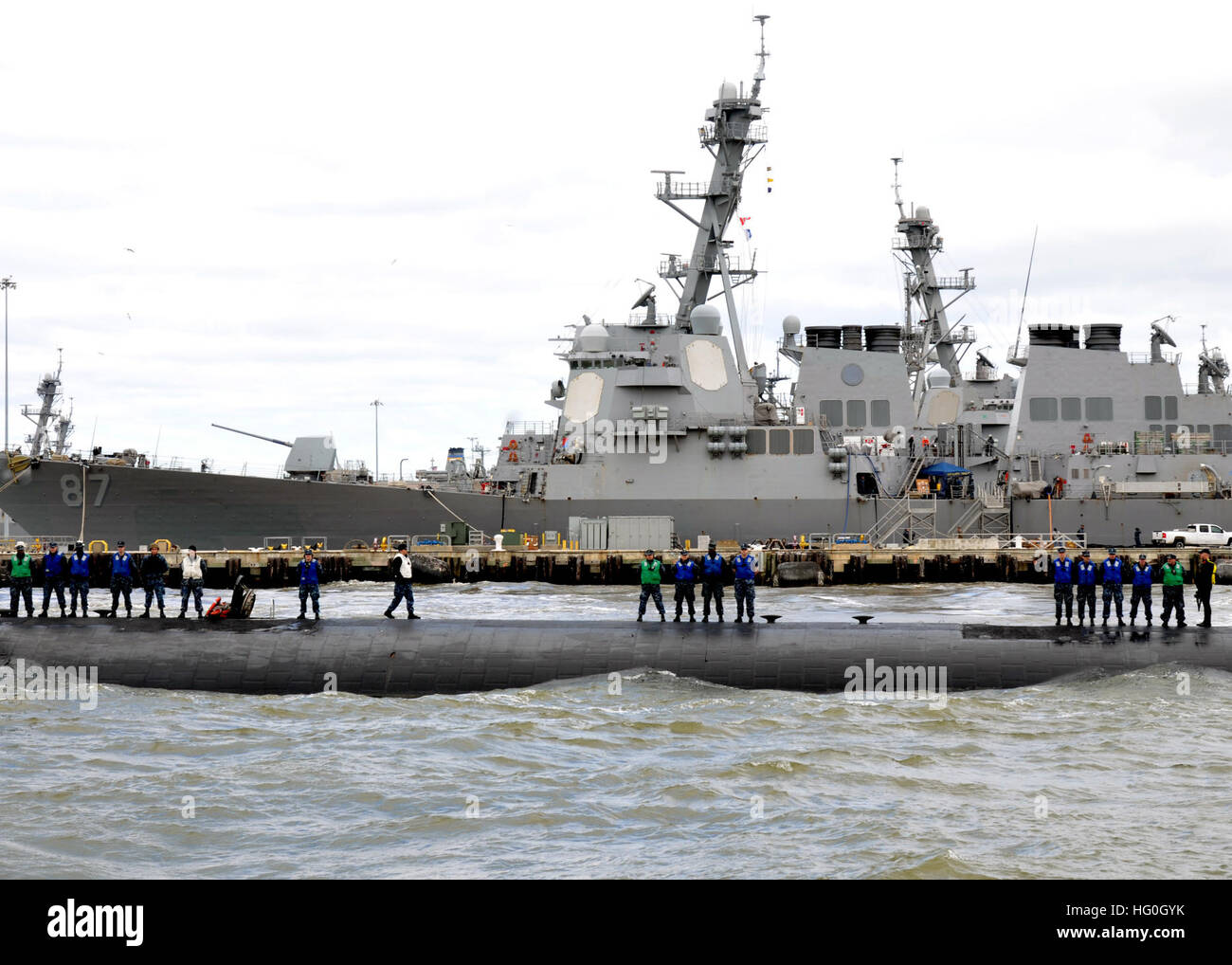 b2d48af0a08368 NORFOLK (March 8, 2013) The Los Angeles-class attack submarine USS Albany