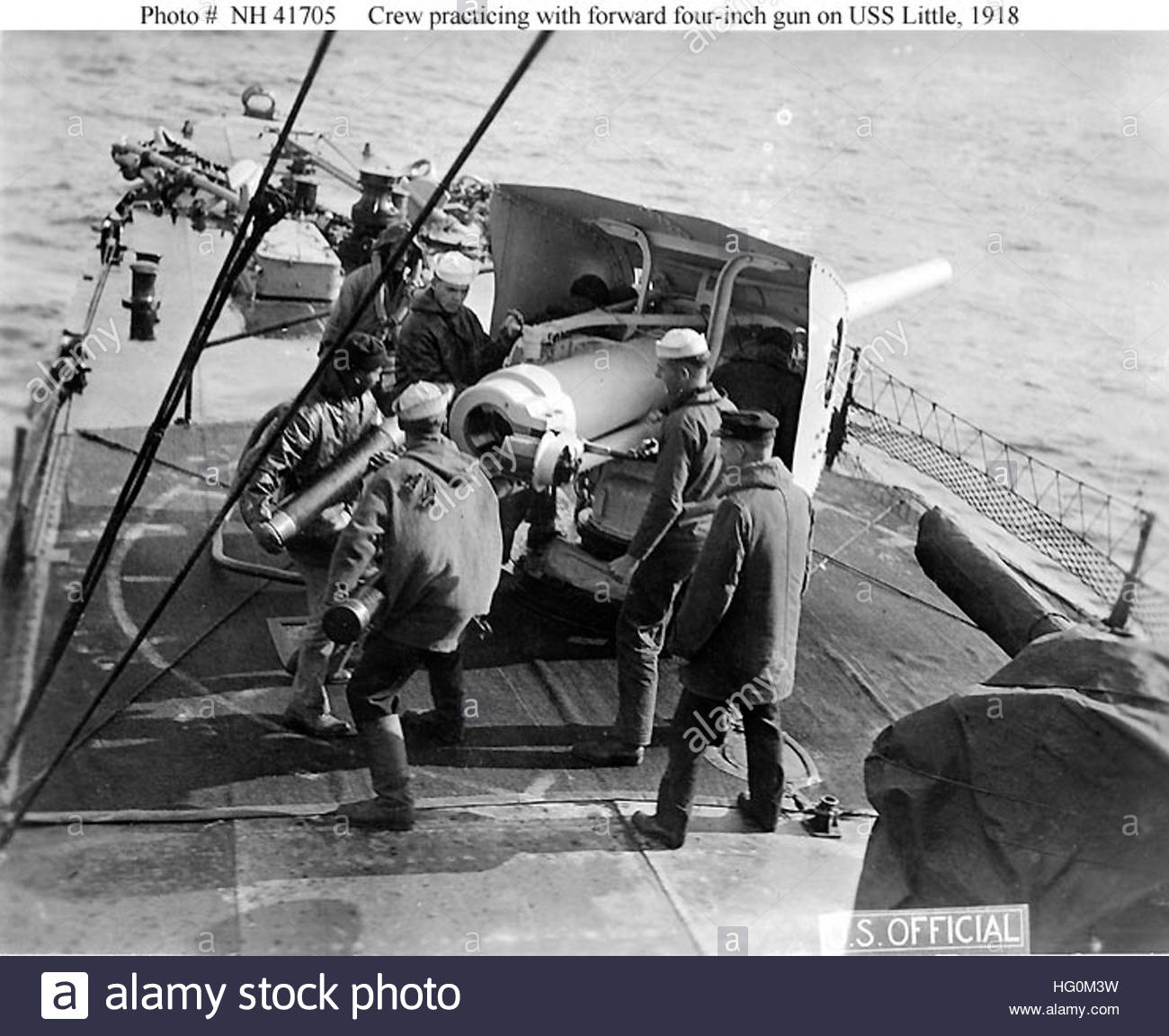 USS Little 4 inch gun and crew 1918 h41705 - Stock Image