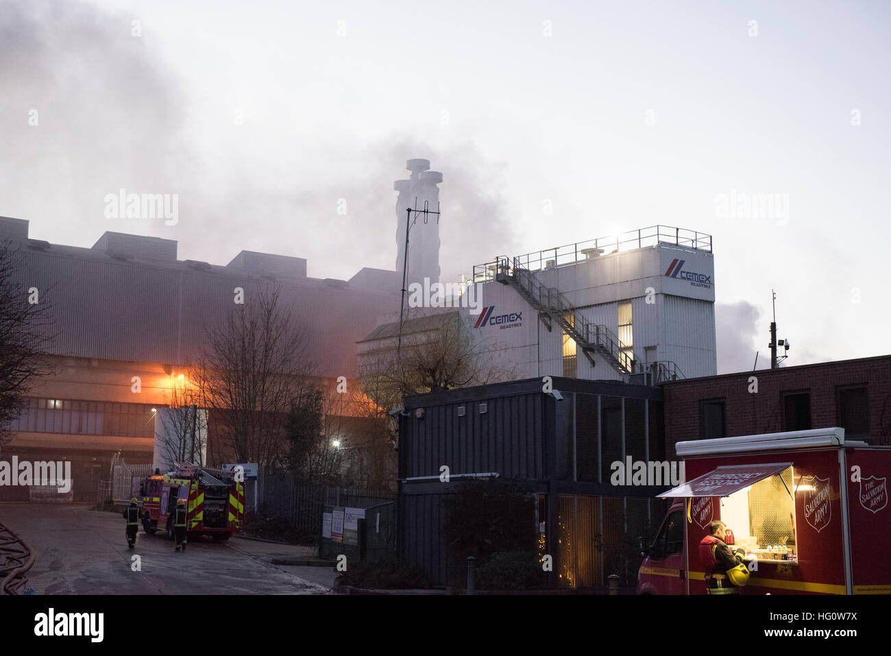 Brentford, London, UK. 2nd January 2017. Ten fire engines and around 70 firefighters and officers were called to - Stock Image