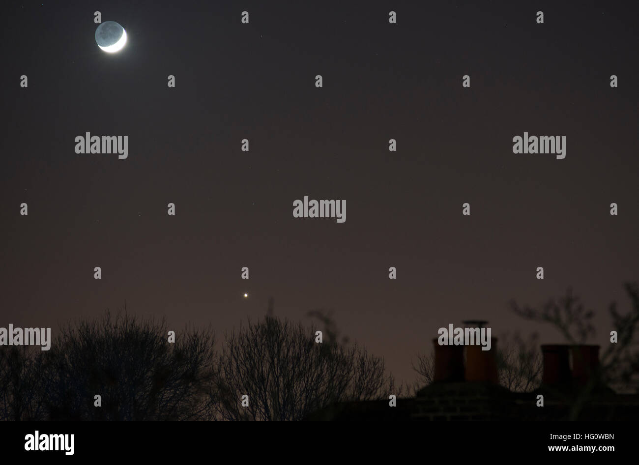 London, UK. 2nd January, 2017. Planet Venus shines brightly only 1.9 degrees south of the waxing crescent moon. - Stock Image