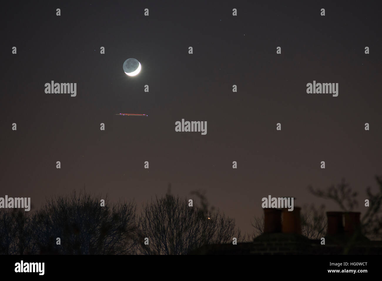 London, UK. 2nd January, 2017. Planet Venus shines brightly only 1.9 degrees south of the waxing crescent moon as - Stock Image