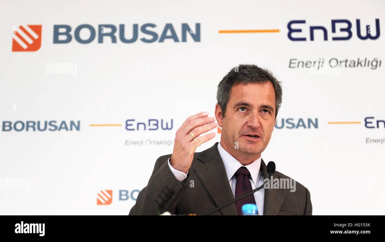 ARCHIV - Frank Mastiaux, der Vorstandsvorsitzende des baden-württembergischen Energieunternehmens EnBW, spricht Stock Photo