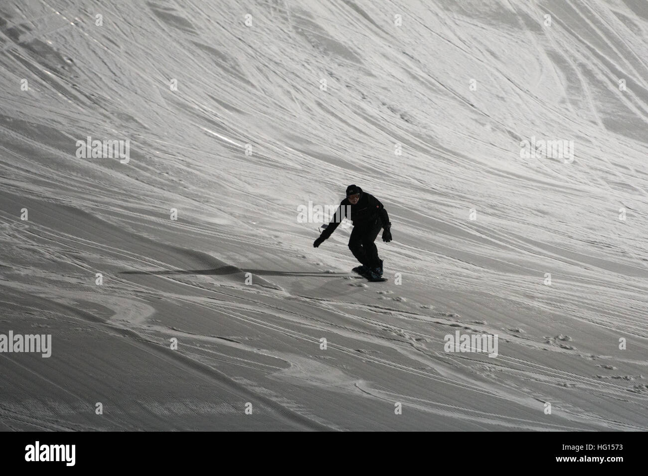 St.Englmar, Germany. 03rd Jan, 2017. A snowboarder can be seen on a ski slope in Gruen near St.Englmar, Germany, - Stock Image
