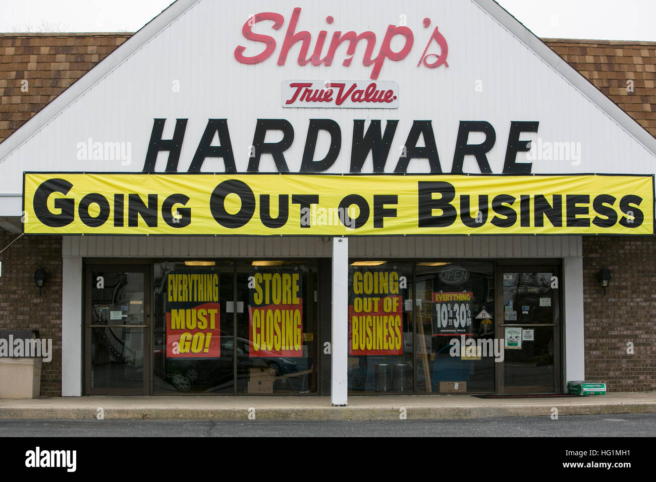 Going Out of Business signs on a True Value hardware retail store in Pennsville, New Jersey on December 11, 2016. - Stock Image