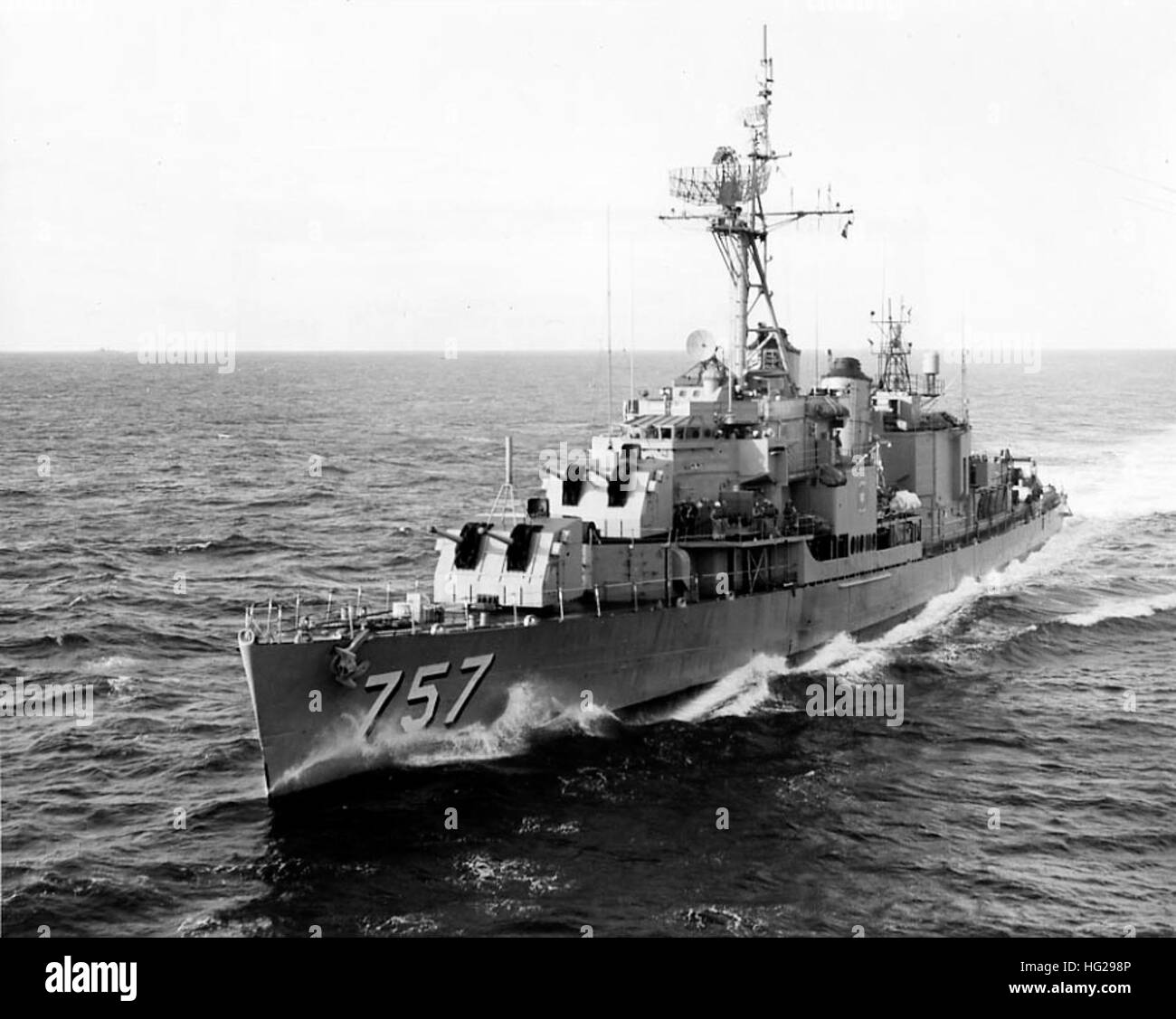 uss putnam dd 757 coming alongside uss lake champlain cvs 39 for