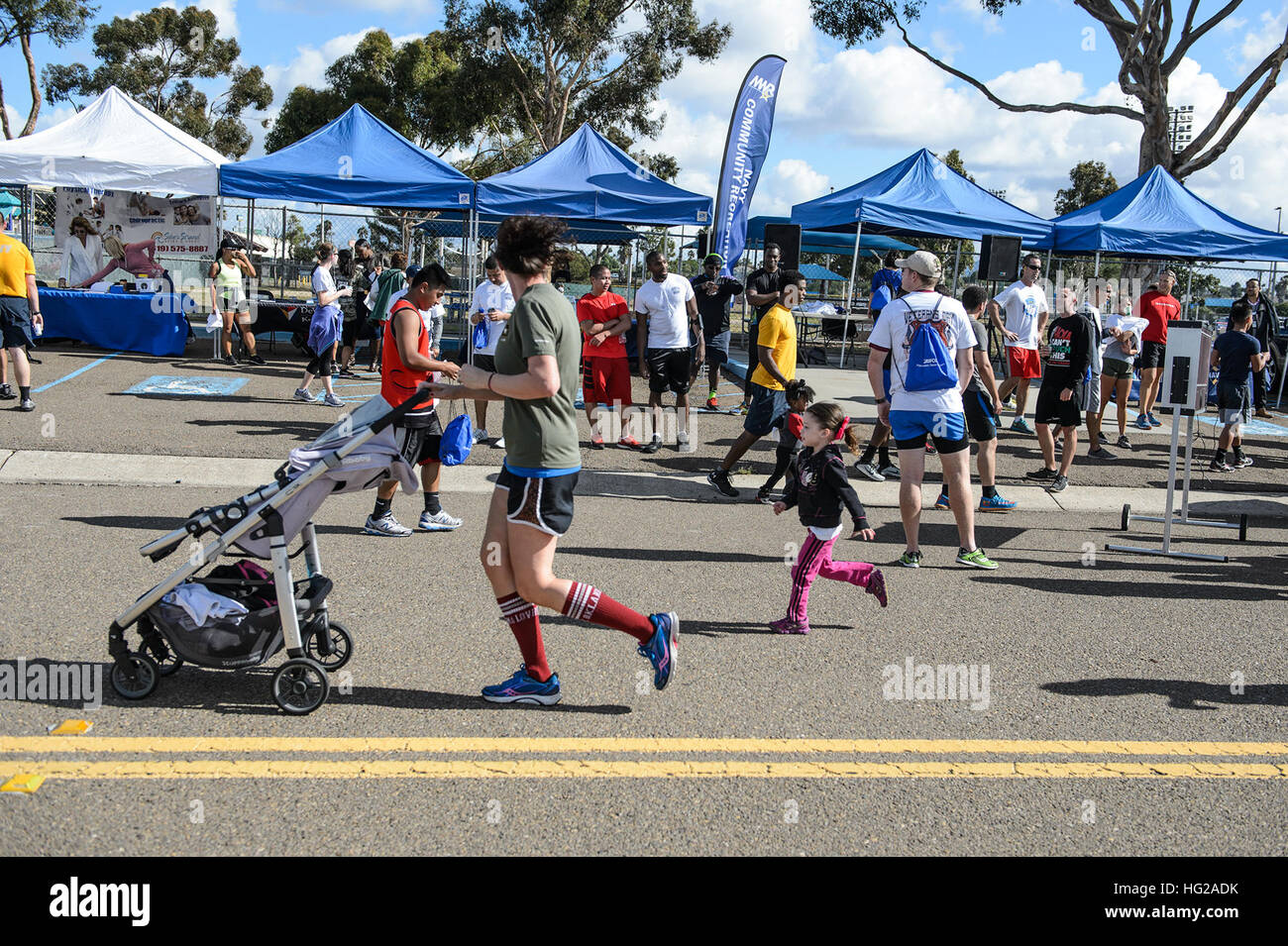 NAVAL BASE SAN DIEGO (Nov. 10, 2015) Servicemembers, family and friends take part in a MWR Veterans Day run or walk. - Stock Image