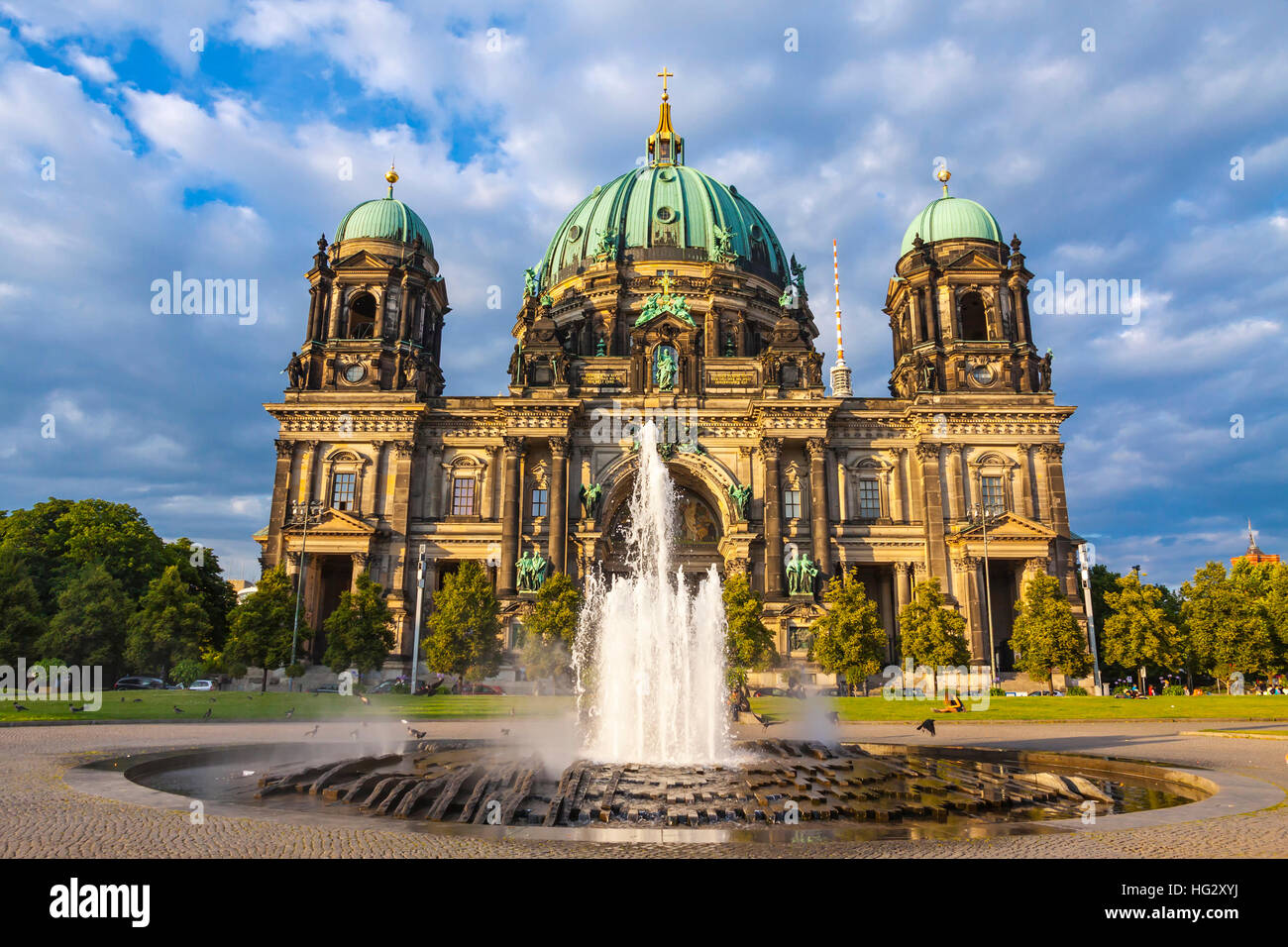 Picturesque view of Berlin Cathedral (Berliner Dom) in sunny summer day. Berlin city, Germany. Modemer Brunnen fountain - Stock Image