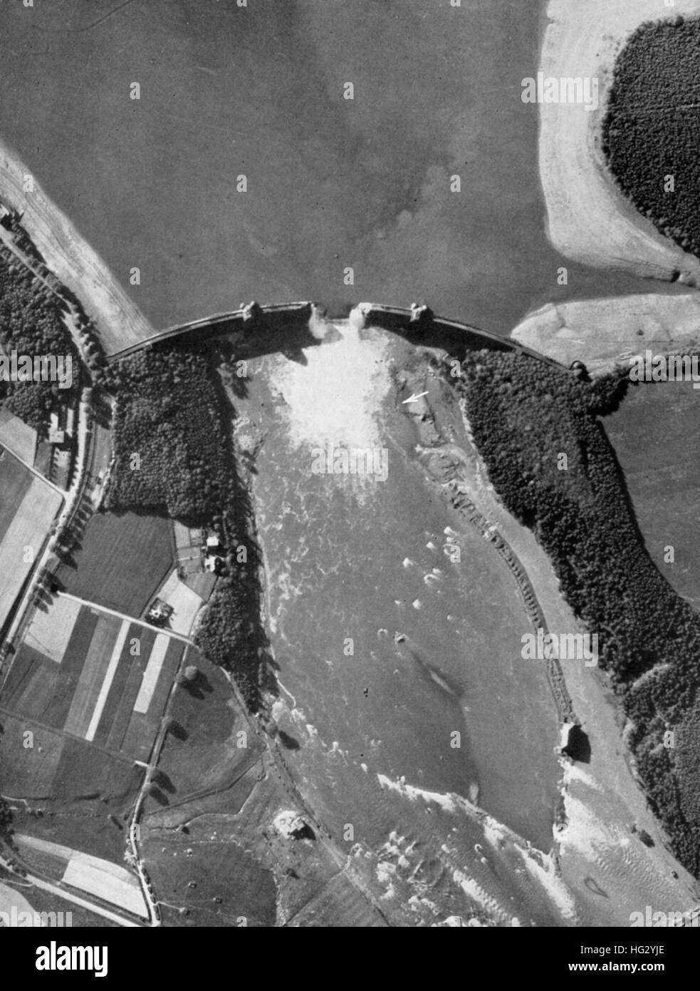 DAMS RAIDS - OPERATION CHASTISE 16/17 May 1943. Photo reconnaissance of the Mohne Dam on 17 May from a Spitfire - Stock Image