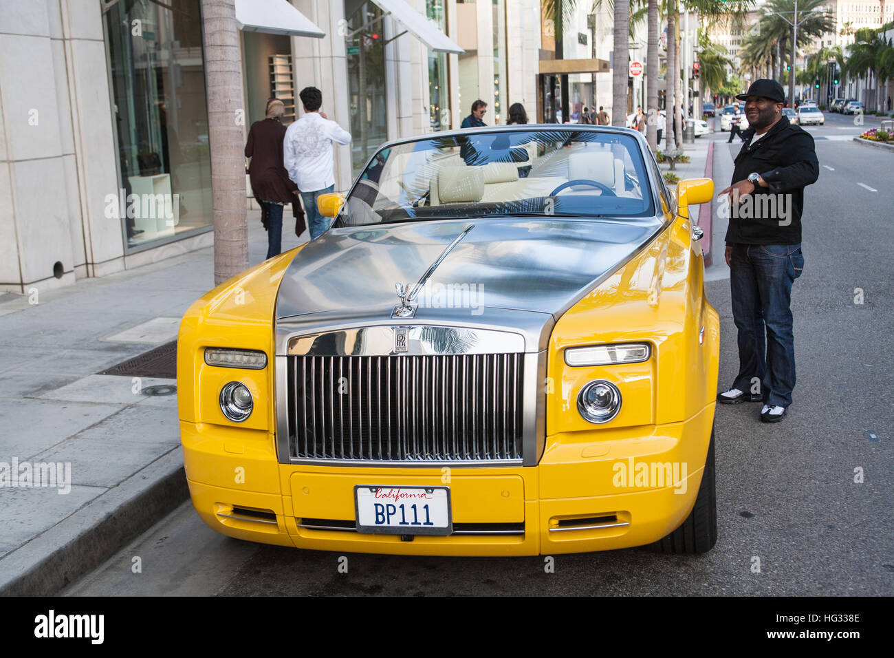 rolls royce car on rodeo drive in beverly hills los stock photo 130375518 alamy. Black Bedroom Furniture Sets. Home Design Ideas