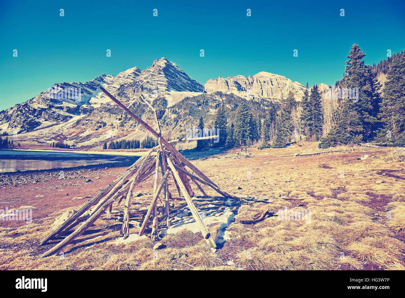 Vintage toned mountain campsite with campfire at Maroon Bells, Aspen in Colorado, USA. - Stock Image