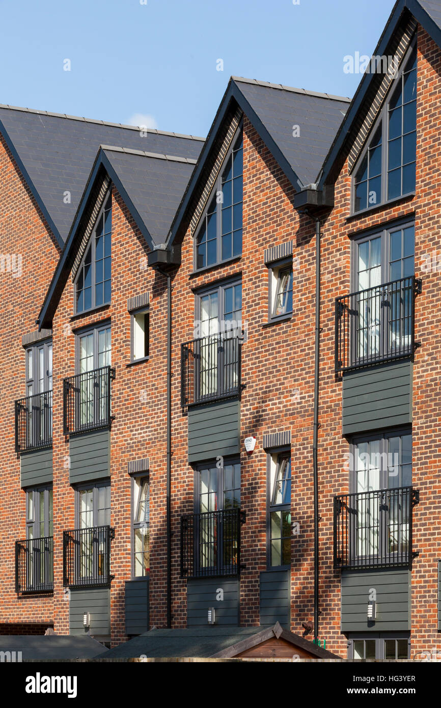 Old Woking, Surrey, UK. Collection of 70 apartments and 18 townhouses. The old Gresham Print Works dominates the - Stock Image