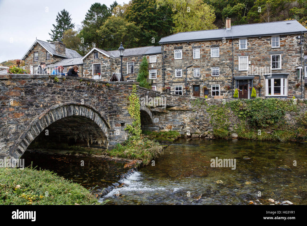 Bridge over the River Colwyn and the Prince Llewelyn Hotel at Beddgelert, Snowdonia, North Wales. - Stock Image