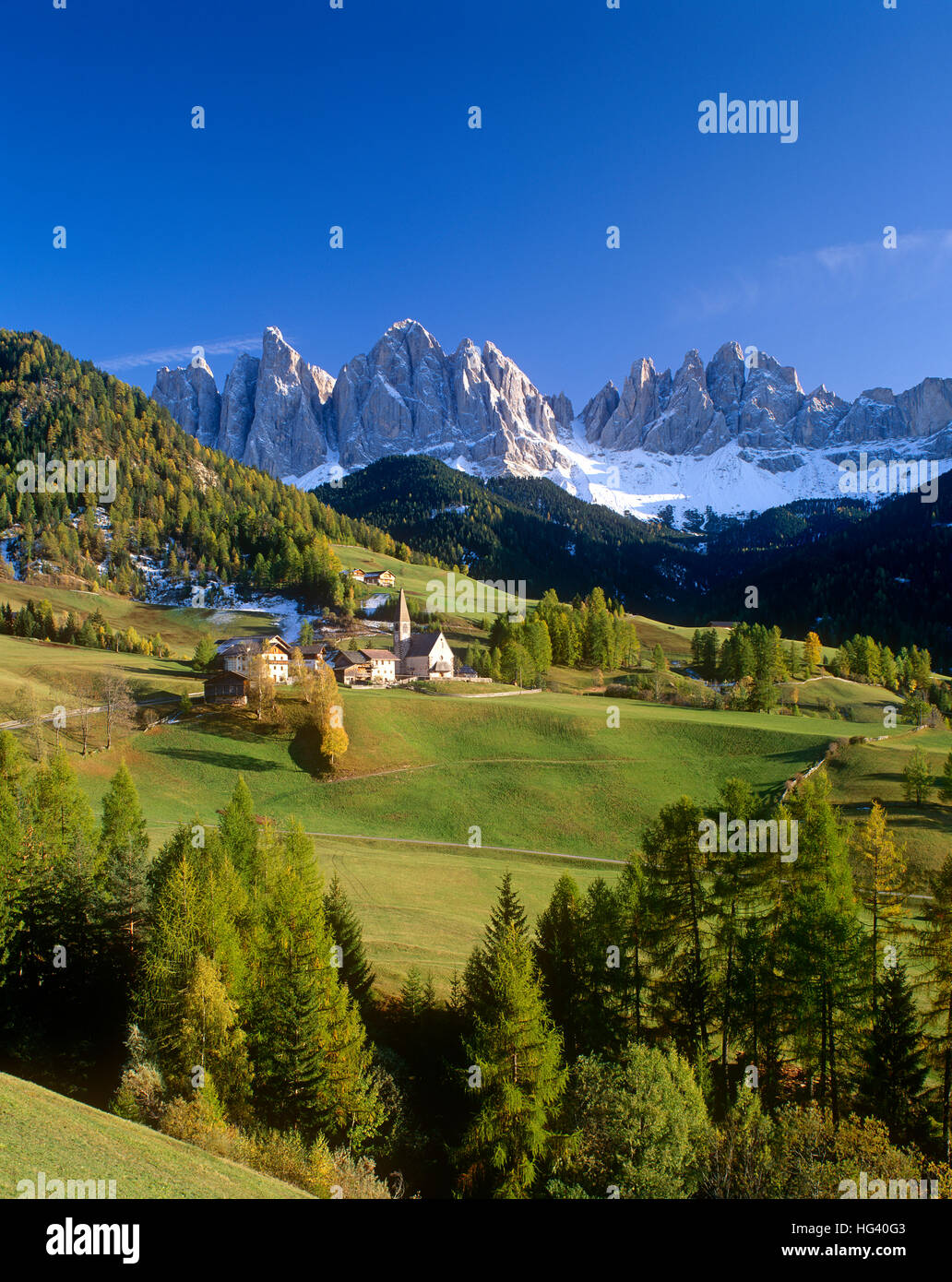 Valdi Funes and the Dolomiti (Geissler Gruppe) mountains, Alto Adige, Trentino, Italy - Stock Image