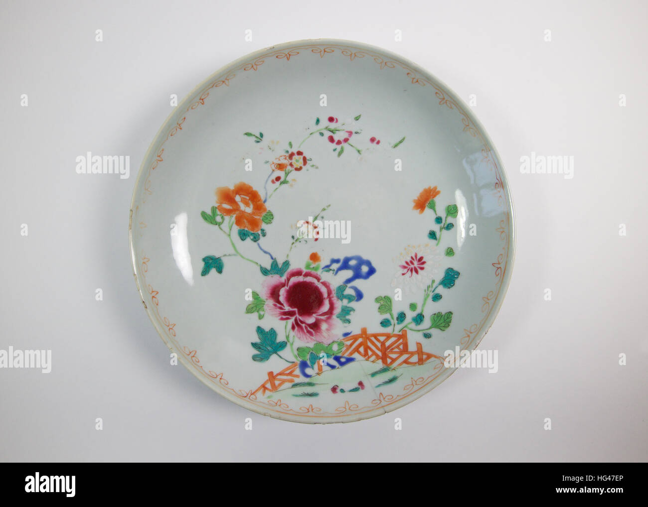 Antique Chinese famille rose porcelain bowl painted with pink and