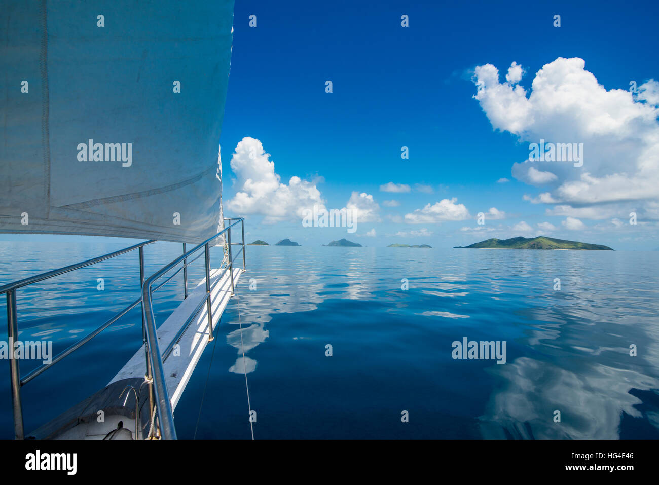 Sailing in the very flat waters of the Mamanuca Islands, Fiji, South Pacific - Stock Image