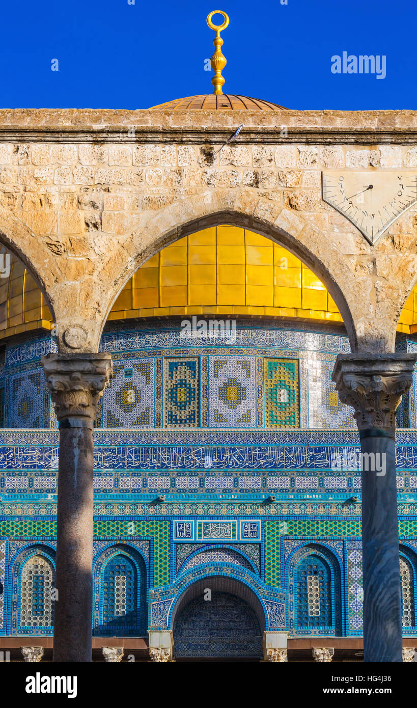 Dome of the Rock Arch Islamic Mosque Temple Mount Jerusalem Israel.  Built in 691 One of most sacred spots in Islam - Stock Image
