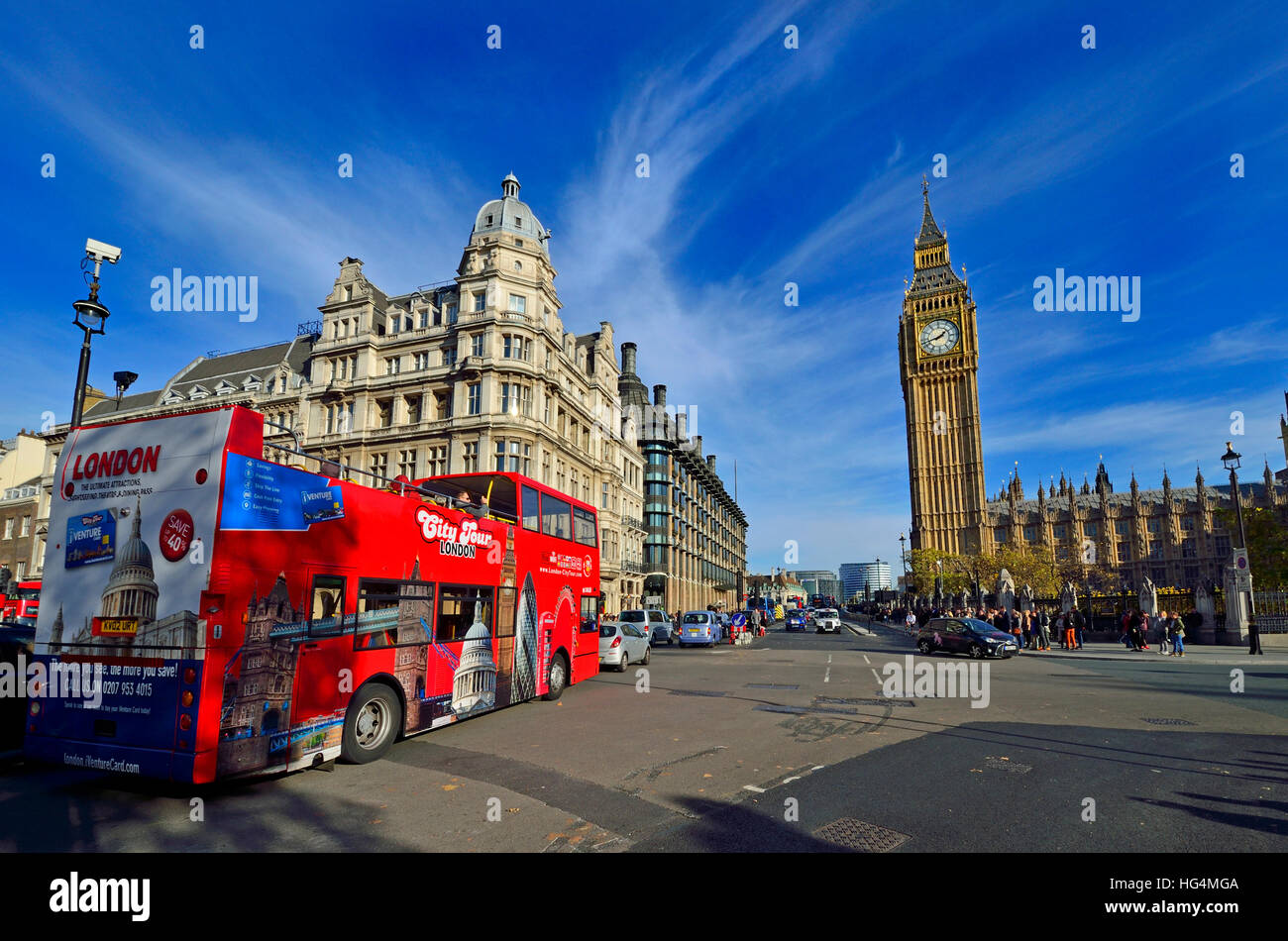 London, England, UK. Double-decker tourist sightseeing bus in Parliament Square - Stock Image