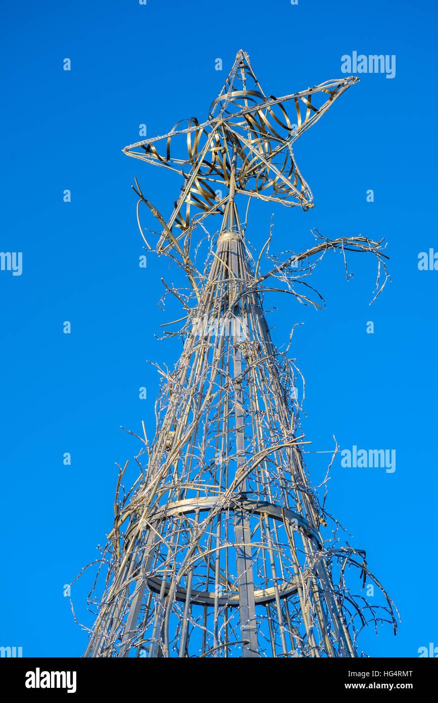 Christmas Tree Metal Wire Stock Photos & Christmas Tree Metal Wire ...