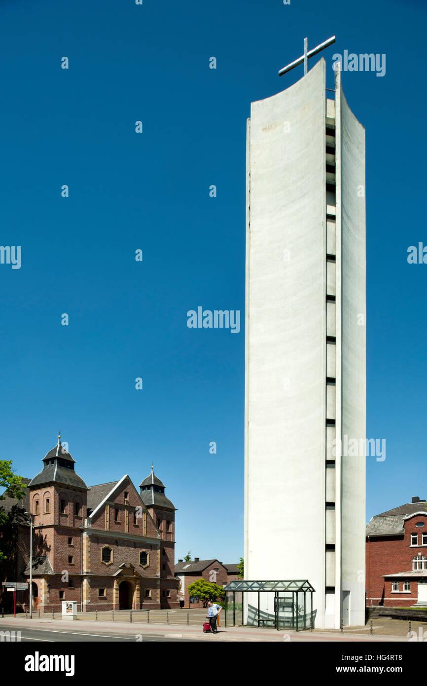Deutschland, NRW, Städteregion Aachen, Herzogenrath, moderner Kirchturm an der katholische Pfarrkirche Sankt - Stock Image