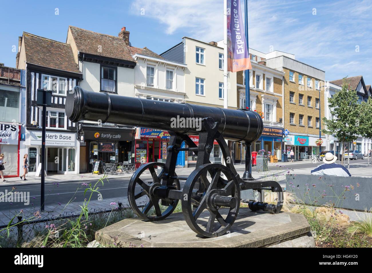 Canon in Rememberance Square, Maidstone, Kent, England, United Kingdom - Stock Image
