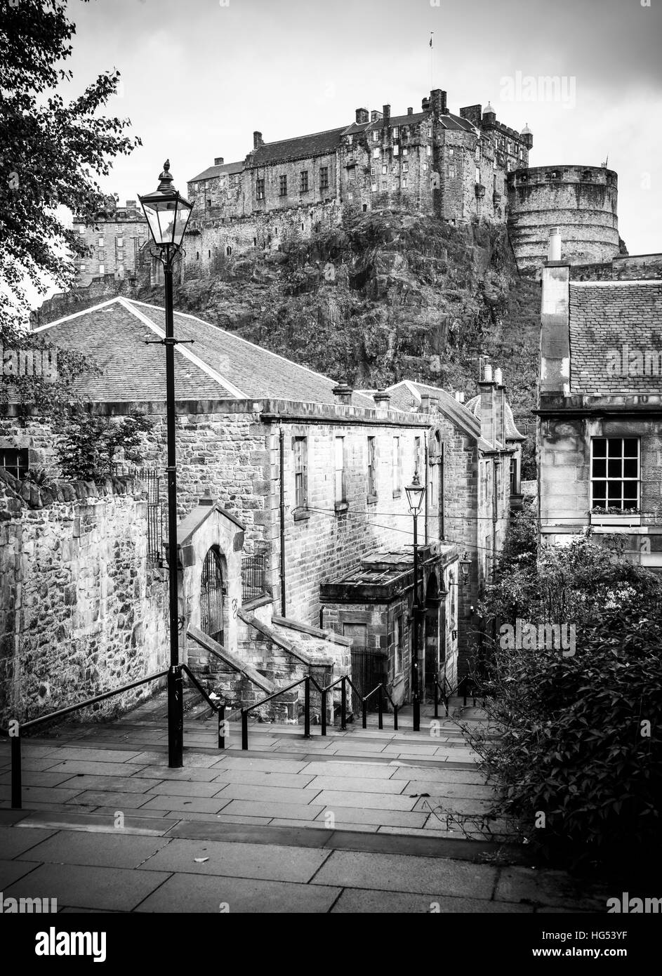 Monochrome view of Edinburgh Castle from steps below Heriot Place - Stock Image