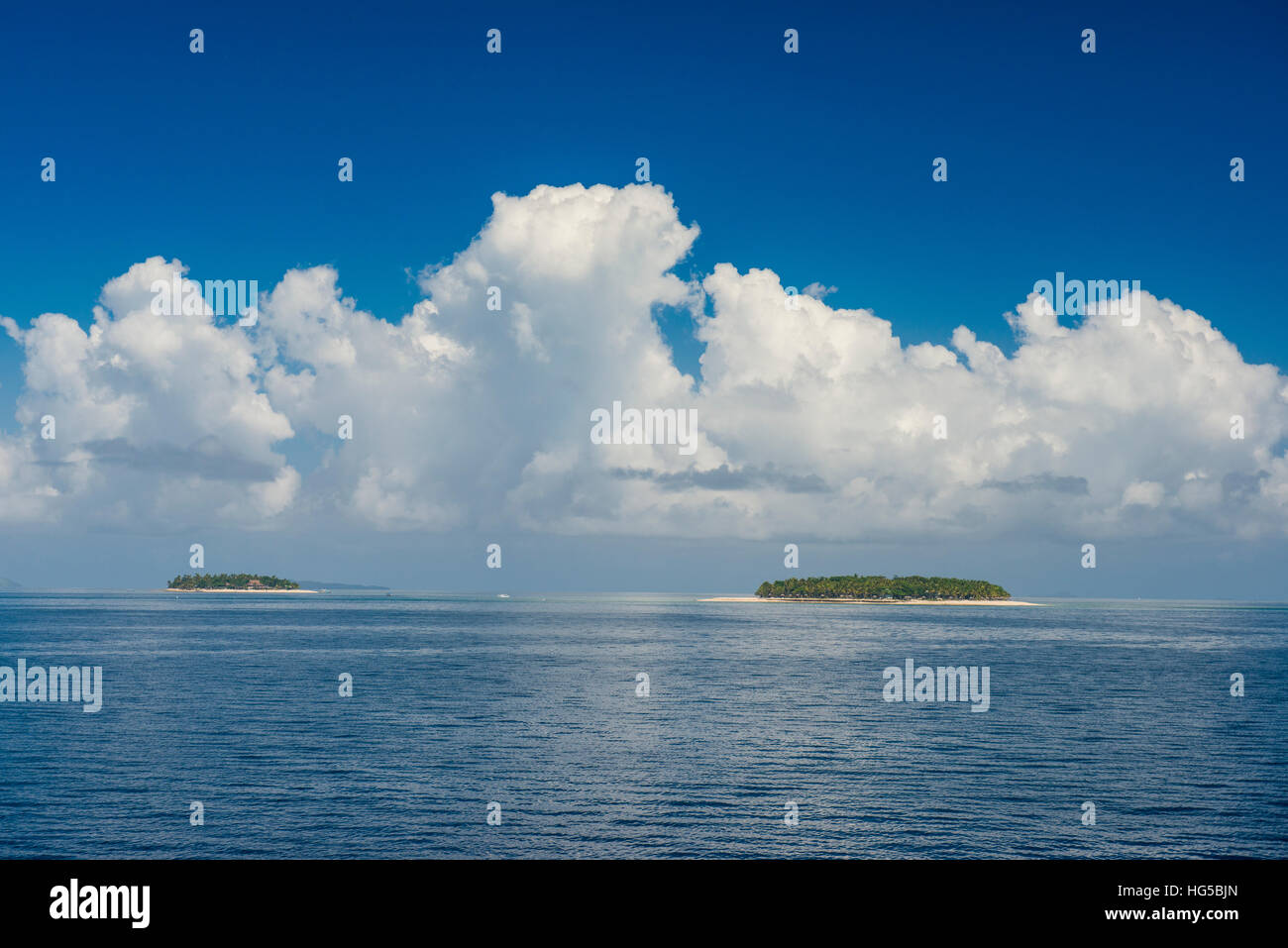 Very flat ocean, Mamanuca Islands, Fiji, South Pacific - Stock Image