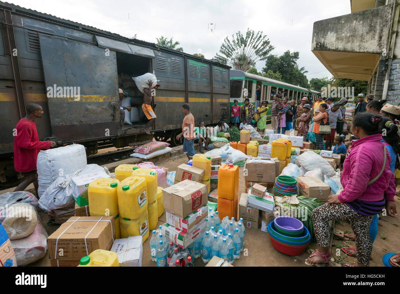 Fianarantsoa to Manakara FCE train, cargo being unloaded, eastern area - Stock Image