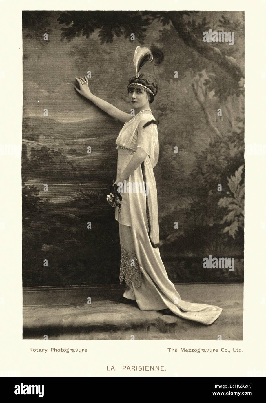 Post Edwardian era woman\'s fashion photograph. La Parisienne, weoman ...