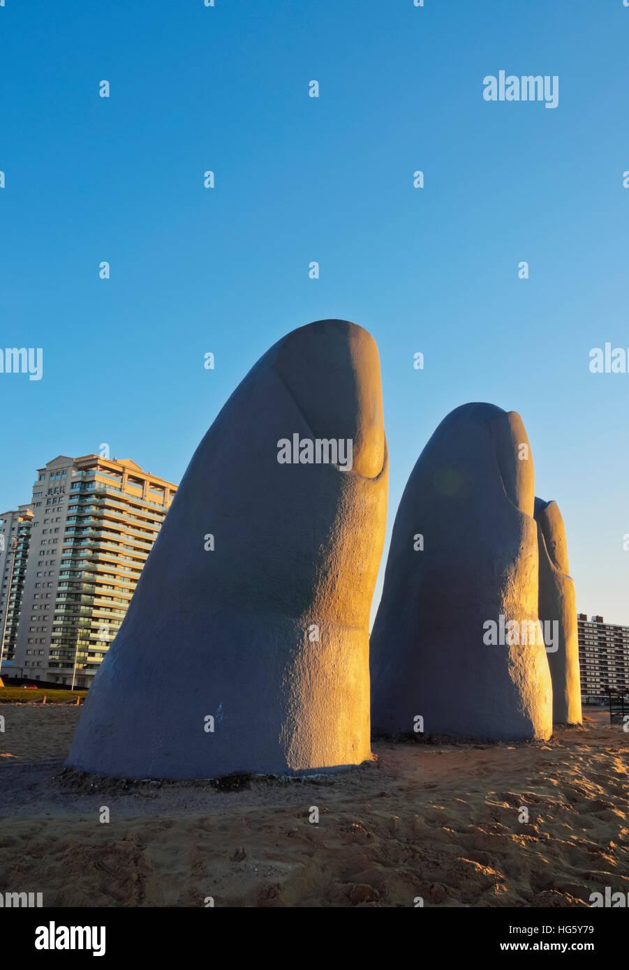 Uruguay, Maldonado Department, Punta del Este, Playa Brava, La Mano(The Hand), a sculpture by Chilean artist Mario - Stock Image