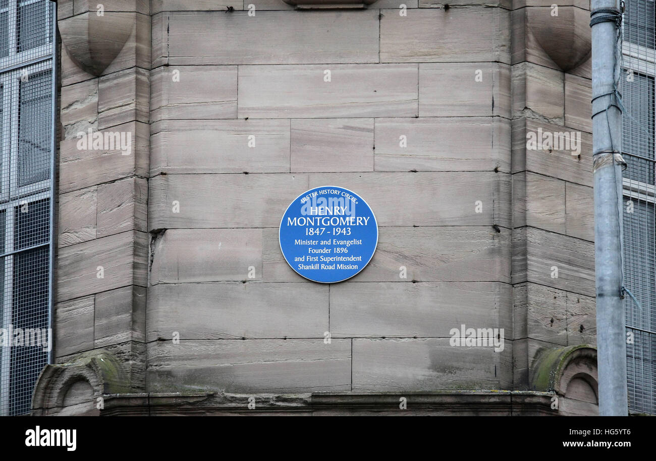 Henry Montgomery blue plaque on the Shankill Road Mission - Stock Image