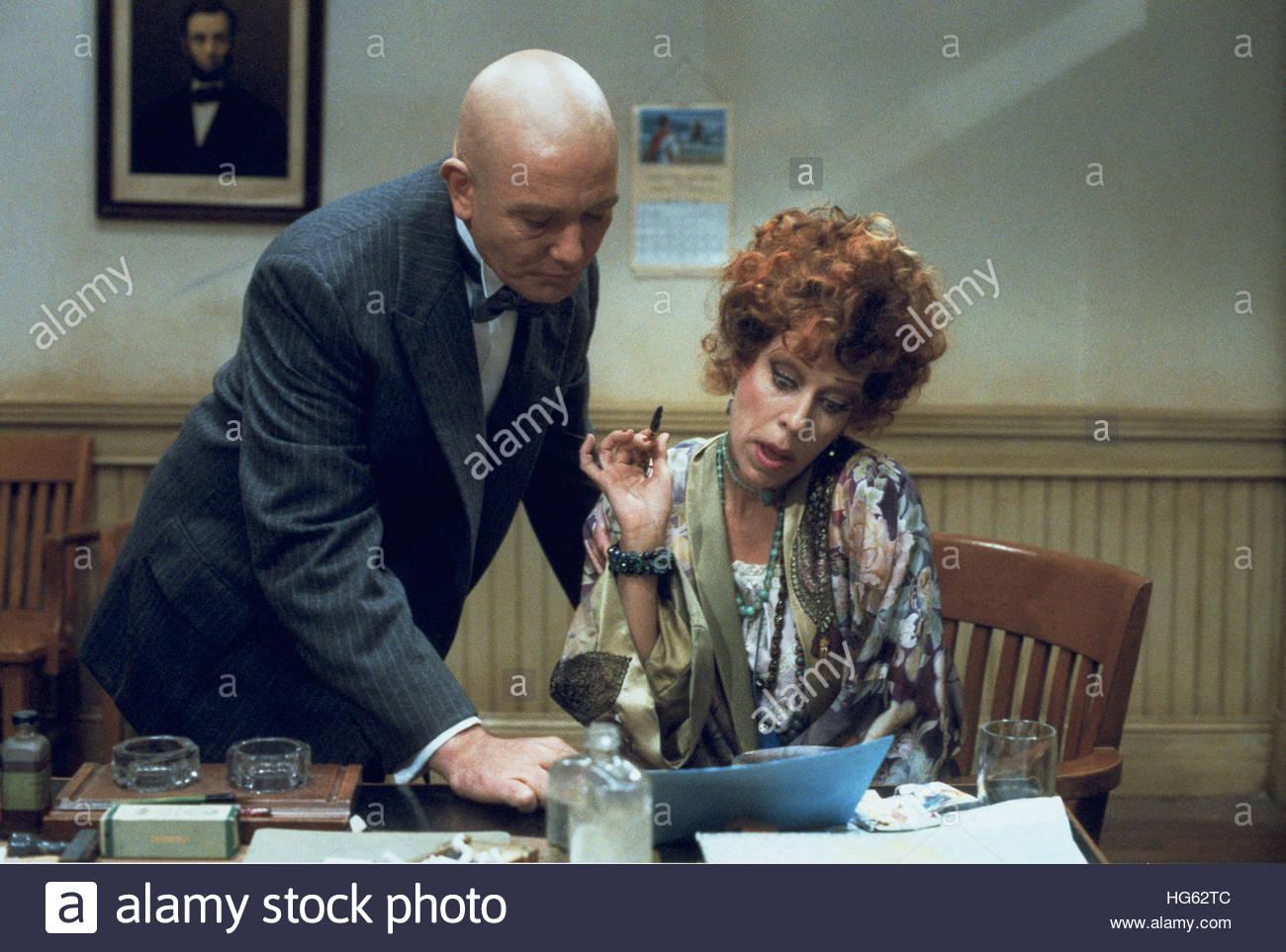 ANNIE (1982) - pictured:  Albert Finney, Carol Burnett - Stock Image