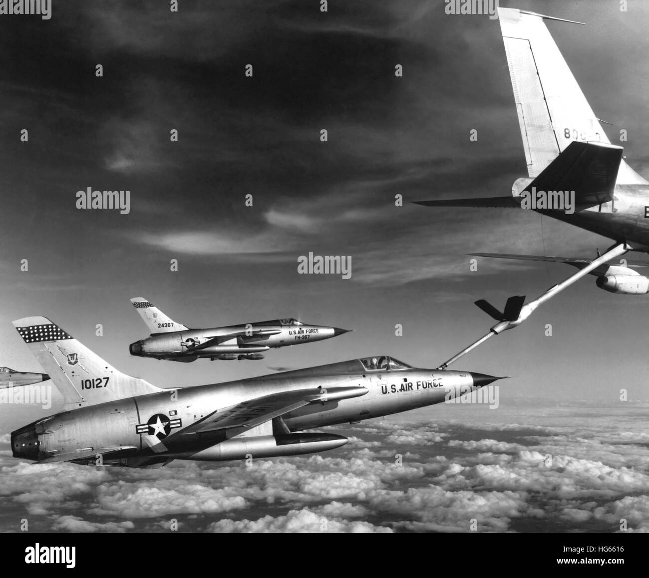 F-105 Thunderchief planes pull up to a KC-135 Stratotanker refueling aircraft, 1966. - Stock Image
