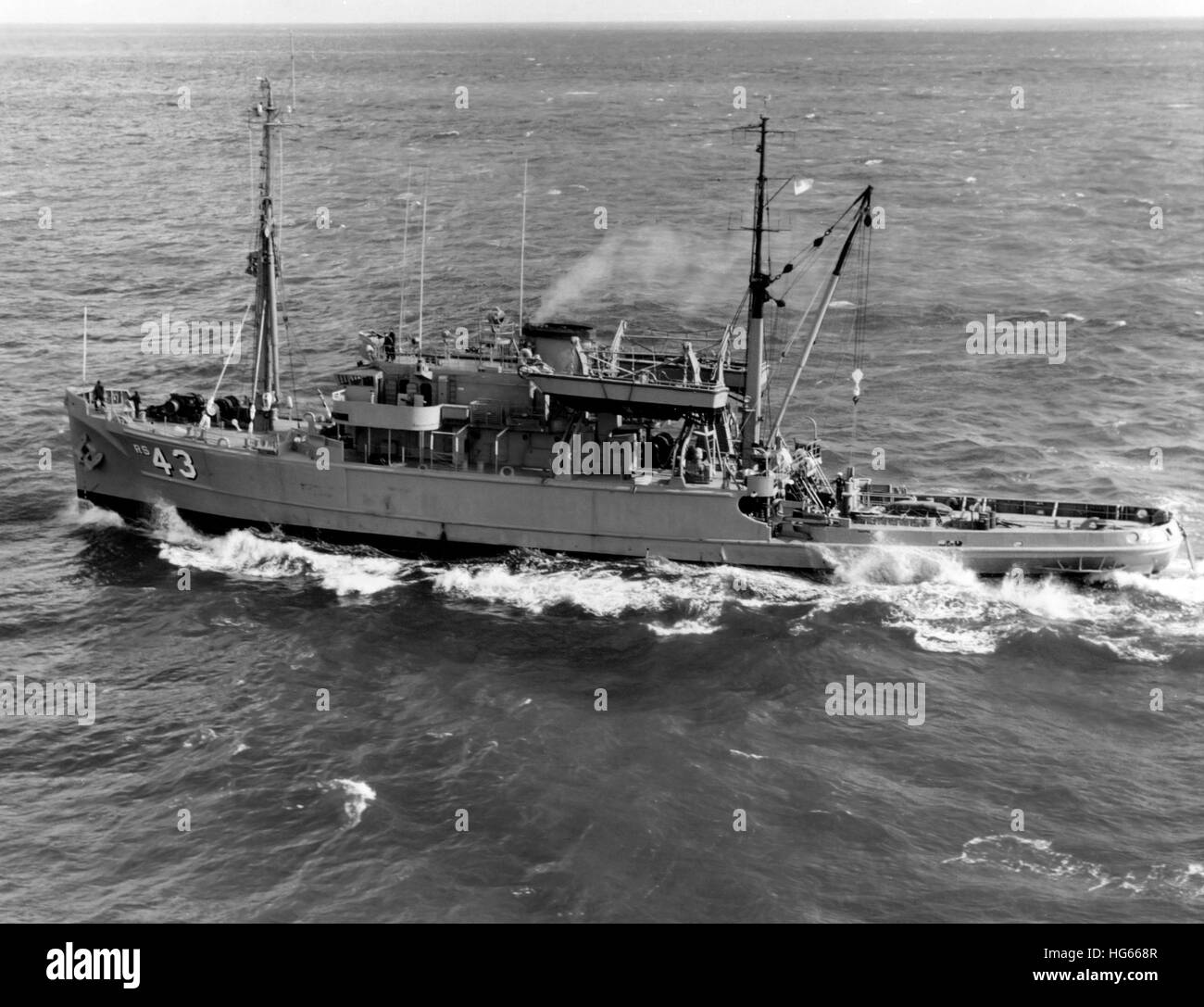 Salvage ship USS Recovery (ARS-43) underway, 1969. - Stock Image