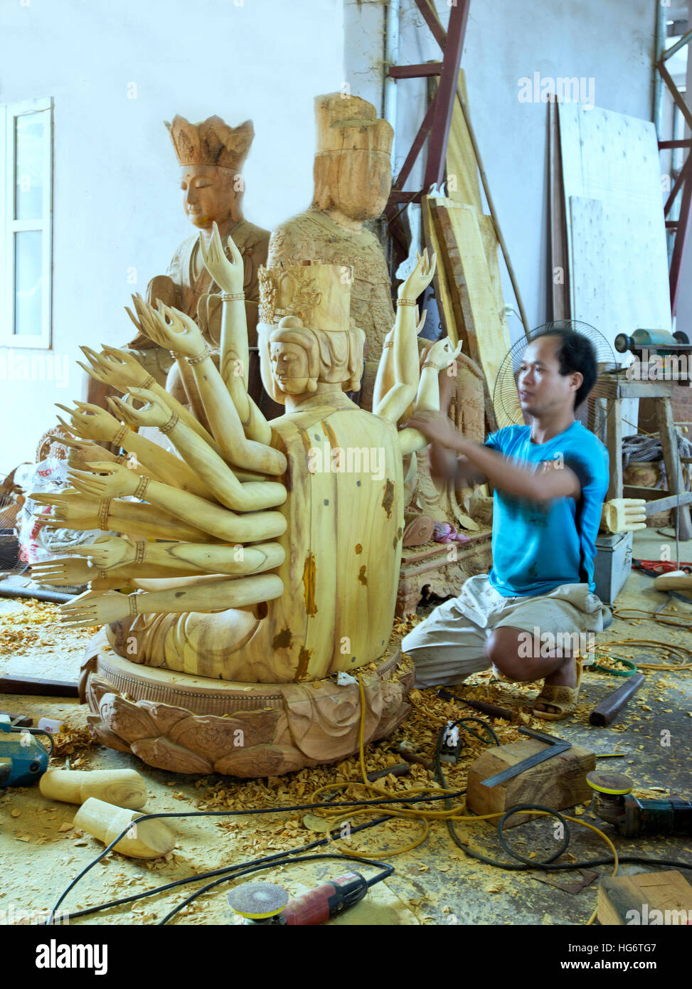 Completing the wood carving of Avalokiteshvara  (Guanyin) 1000 eyes & arms Goddess, known as 'Goddess Of - Stock Image