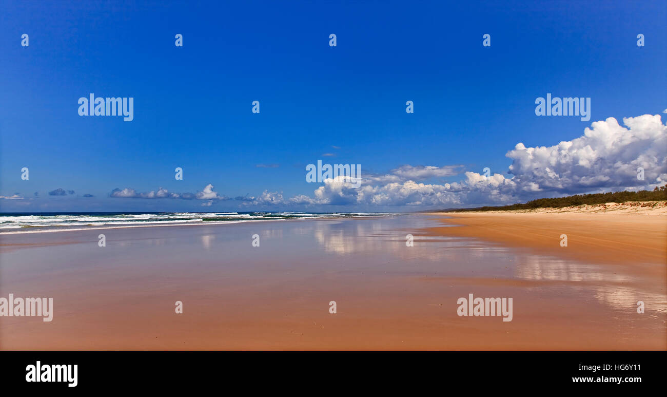 Wide empty panorama of 75 miles beach on pacific coast of Fraser island in Queensland, Australia. Sunny summer day - Stock Image