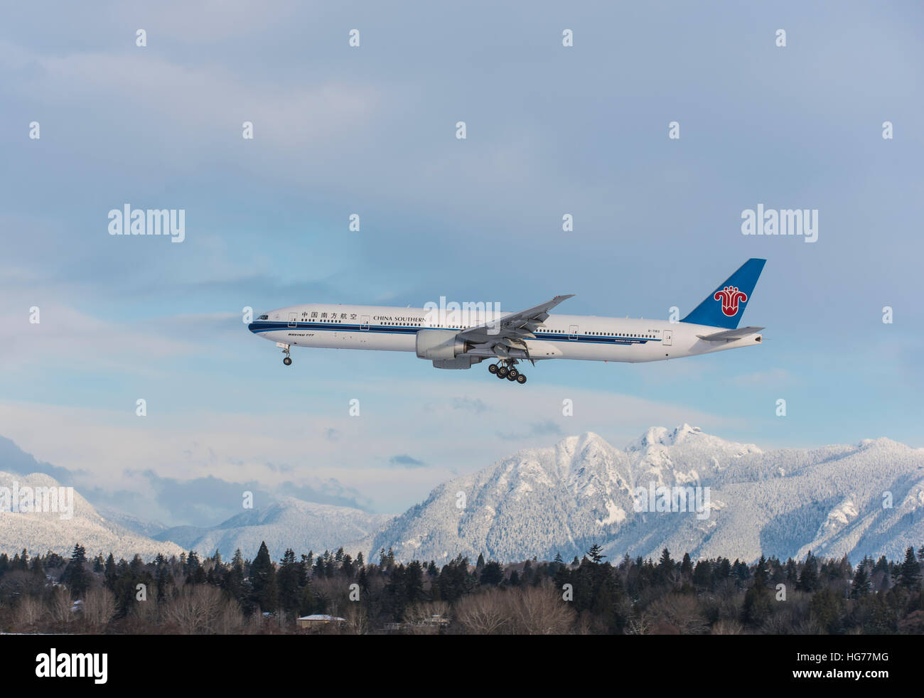 China Southern Boeing 777 in a descend to land at Vancouver International Airport. - Stock Image