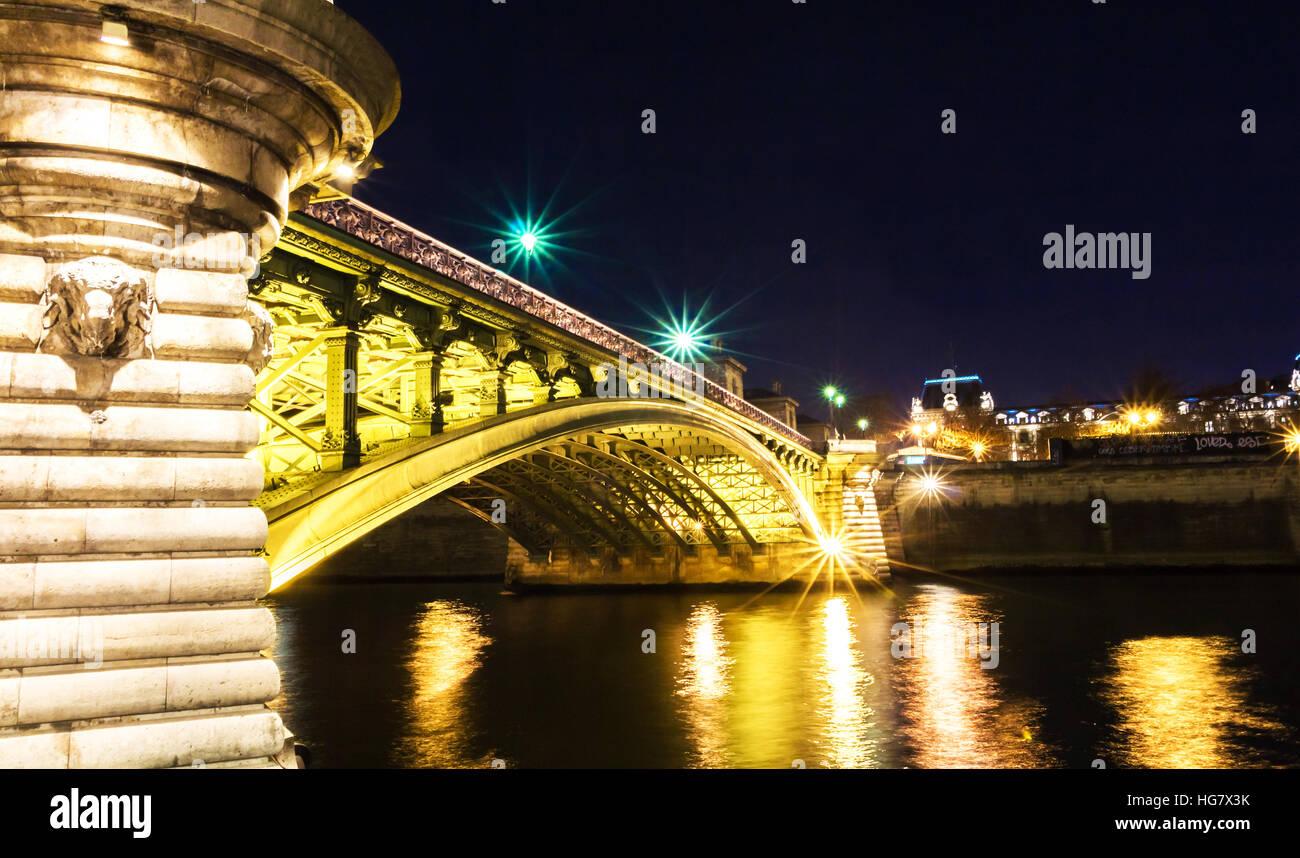 The Pont Notre-Dame is a bridge that crosses the Seine in Paris, France linking the quai de Gesvres on the Rive - Stock Image