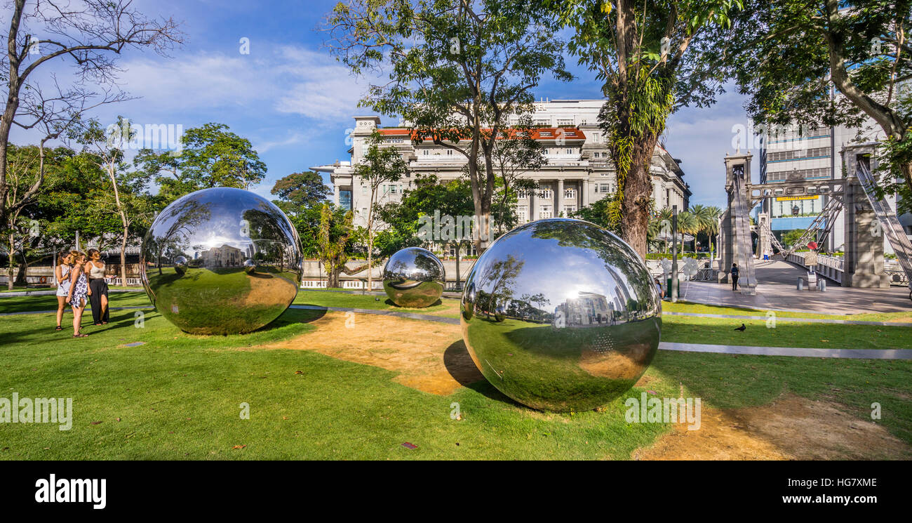Singapore, Empress Place, Public Art Trust, stainless steel mirror balls by Baet Yeol Kuan form part of a sculpture - Stock Image