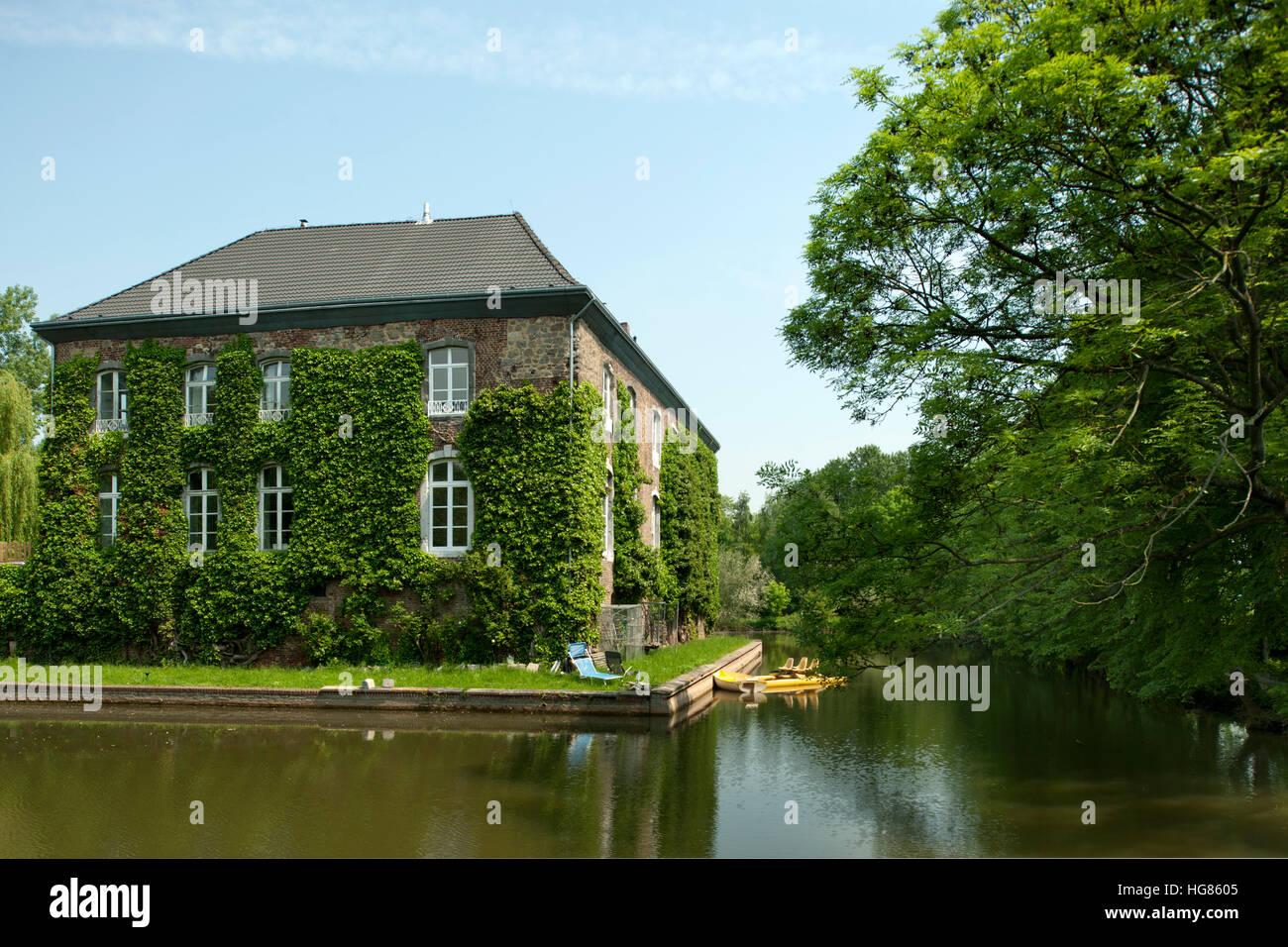 Deutschland, NRW, Städteregion Aachen, Eschweiler, Ortsteil Kinzweiler, Herrenhaus der Burg Kinzweiler - Stock Image