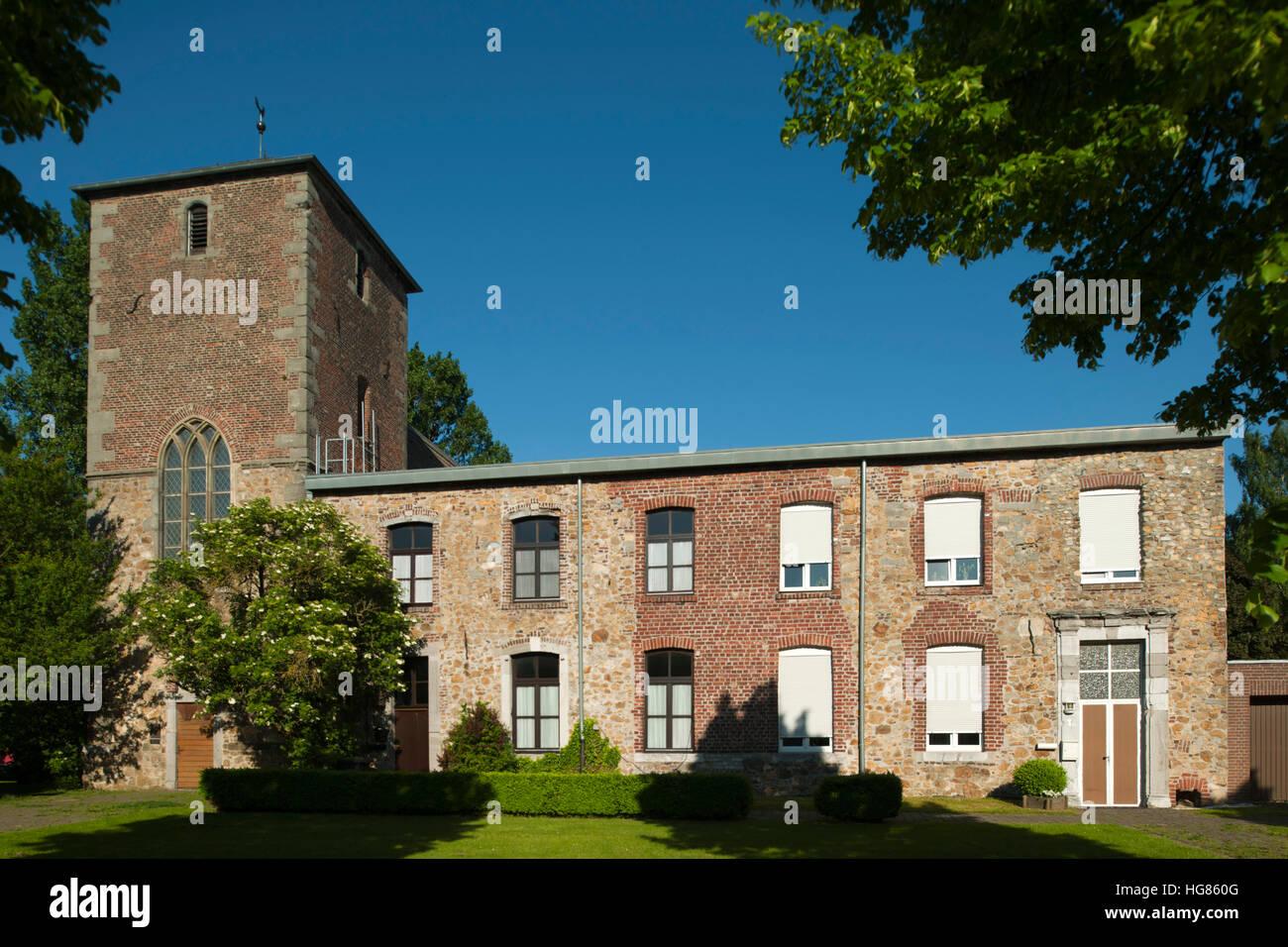 Deutschland, NRW, Städteregion Aachen, Eschweiler, Ortsteil Sankt Jöris, Rest des Klosterwohntrakts, beherbergt - Stock Image