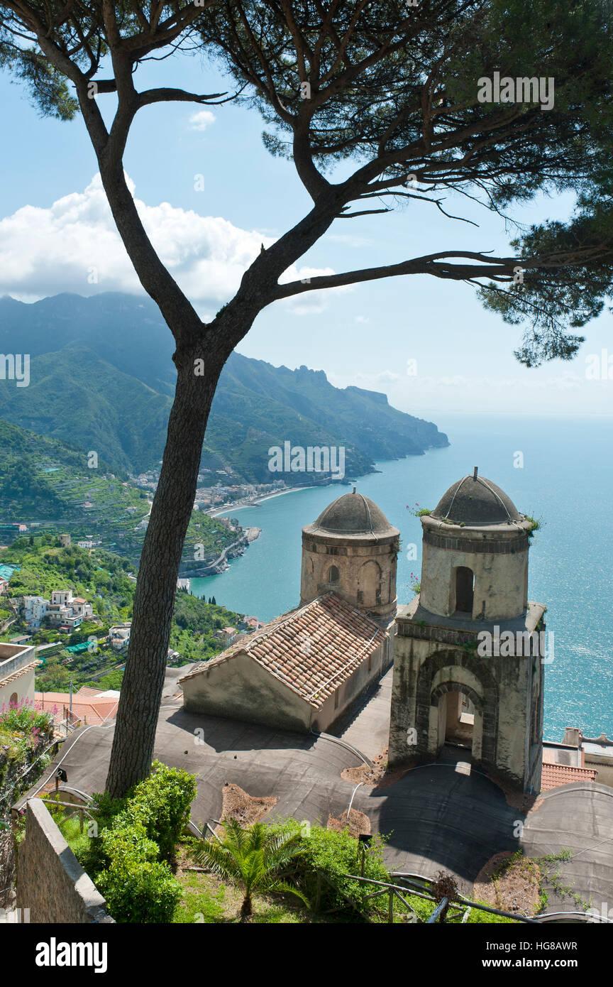 View of coast and sea, pine tree and church, Chiesa dell'Annunziata, Ravello, Amalfi Coast, Campania, Italy - Stock Image