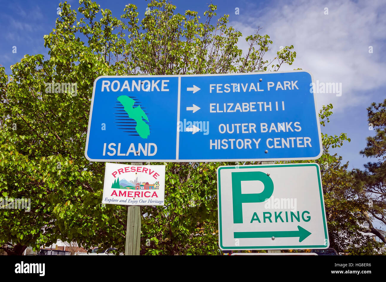 Roanoke Island Traffic Sign Pointing to Historic Attractions, North Carolina Stock Photo