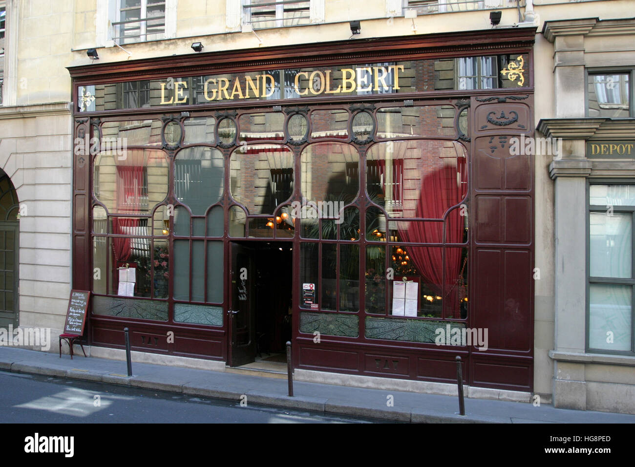 Le Grand Colbert, traditional brasserie that has appeared in two movies (including 'Something's Gotta Give'), - Stock Image