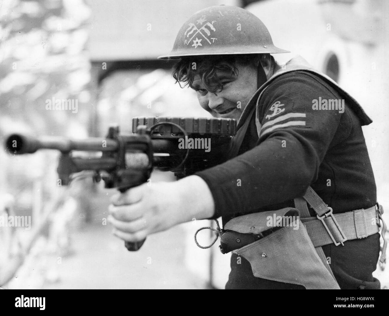Royal Navy. A seaman from a boarding party carries a machine gun - Stock Image