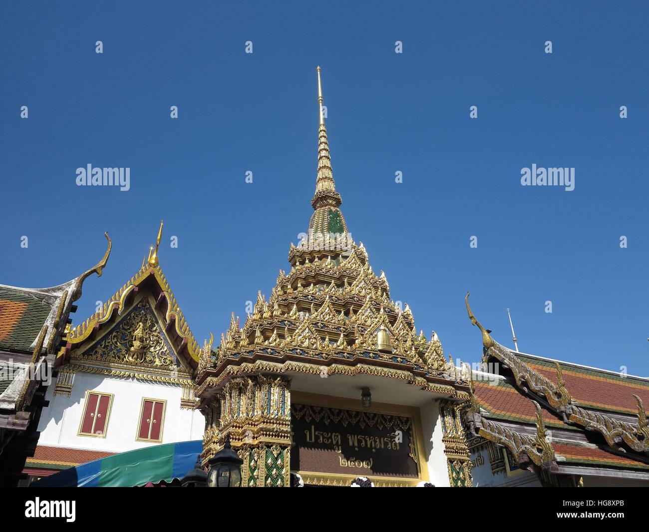 The gate to the prayer hall of Wat Rakhang Khositaram, Bangkok. - Stock Image
